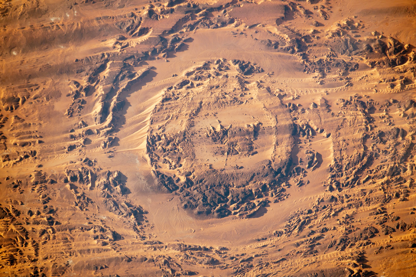 Dune movement around Aorounga - related image preview