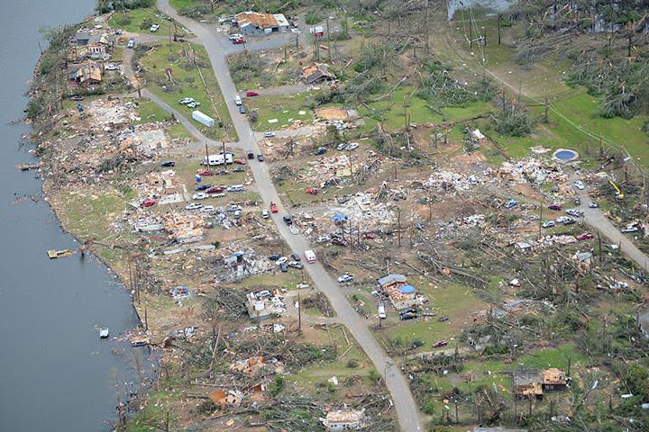 Kerusakan Akibat Tornado di Mayflower, Arkansas dari foto udara