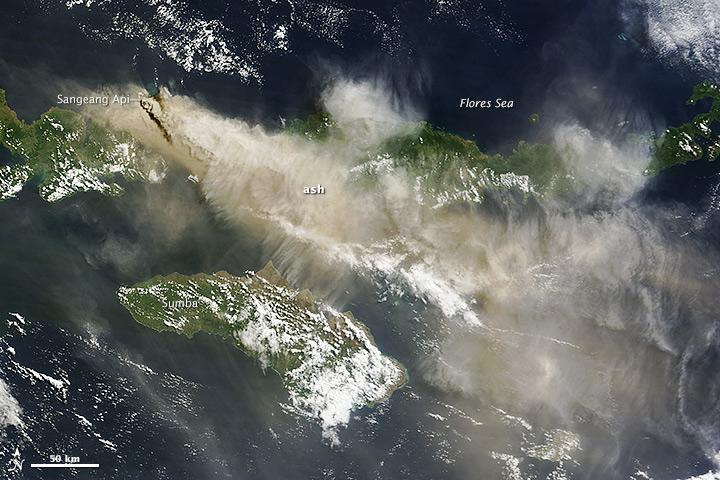 Letusan Gunung Api Sangeang Flores Bima Indonesia