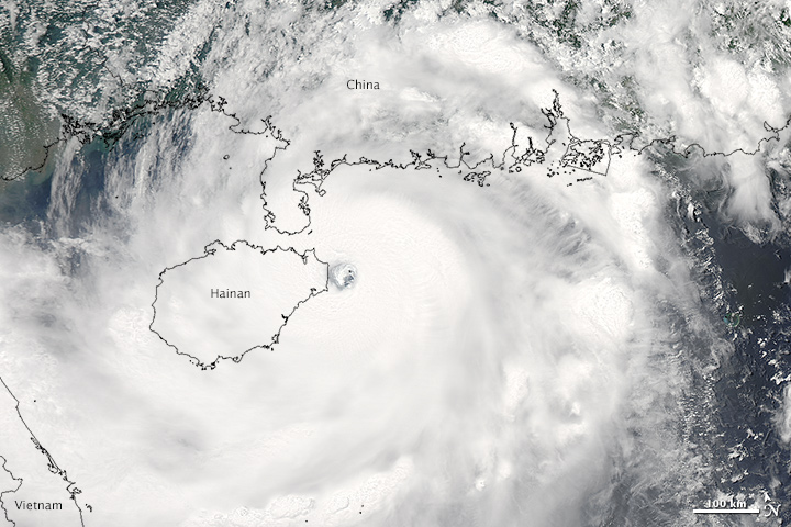 Typhoon Rammasun Making Landfall in China
