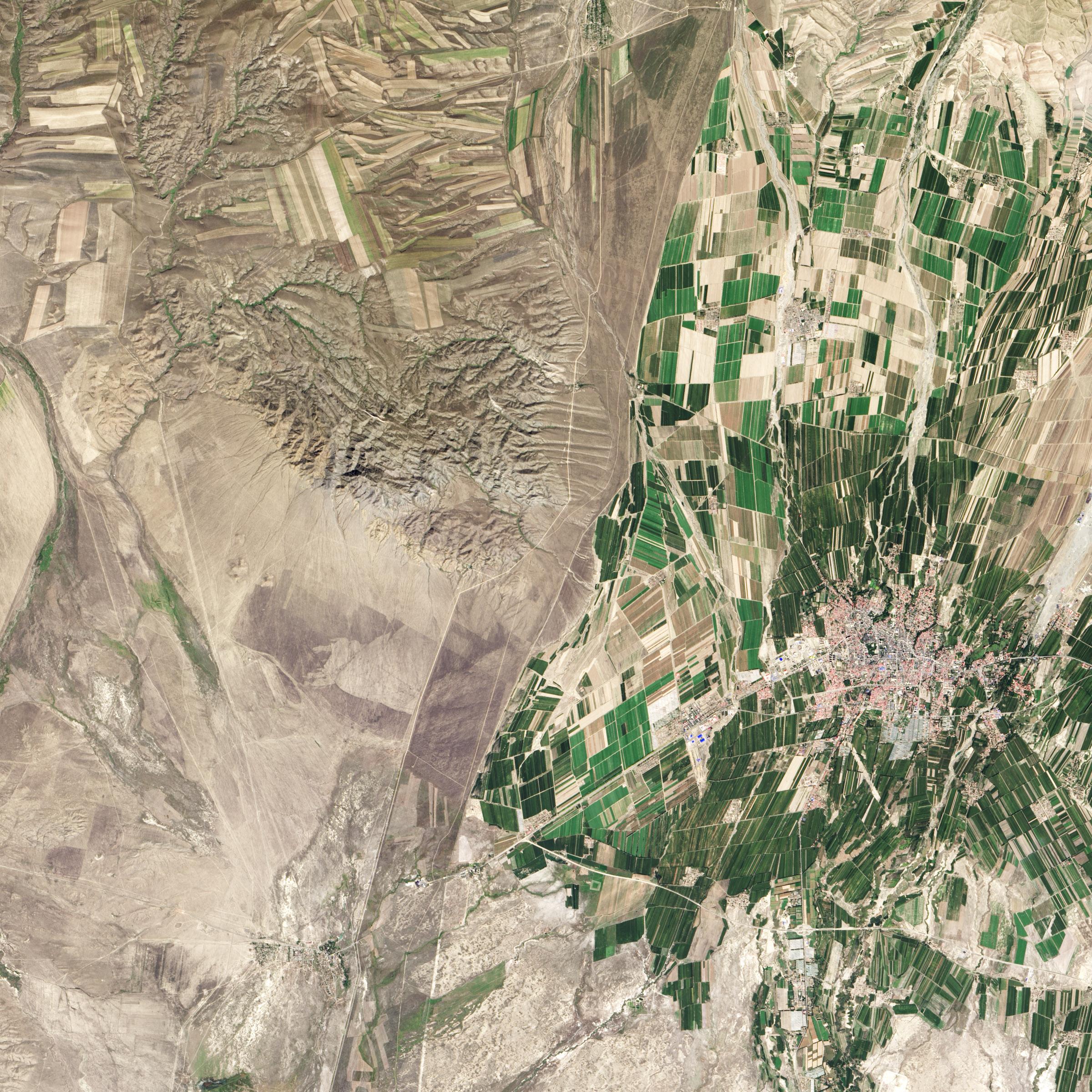Граница между Казахстаном и Китаем из космоса