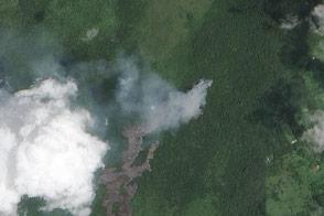 Kilauea Lava Flow Advances Toward Homes - selected image