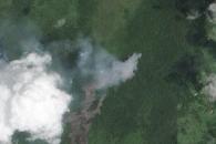 Kilauea Lava Flow Advances Toward Homes