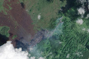 Kilauea Lava Flow Reaches Hawaiian Town - selected image