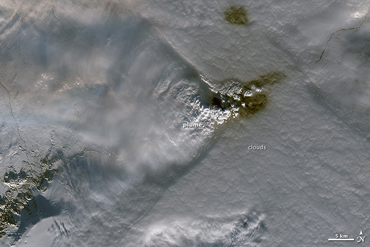 Plumes and Clouds Stand Off Over Holuhraun Lava Field