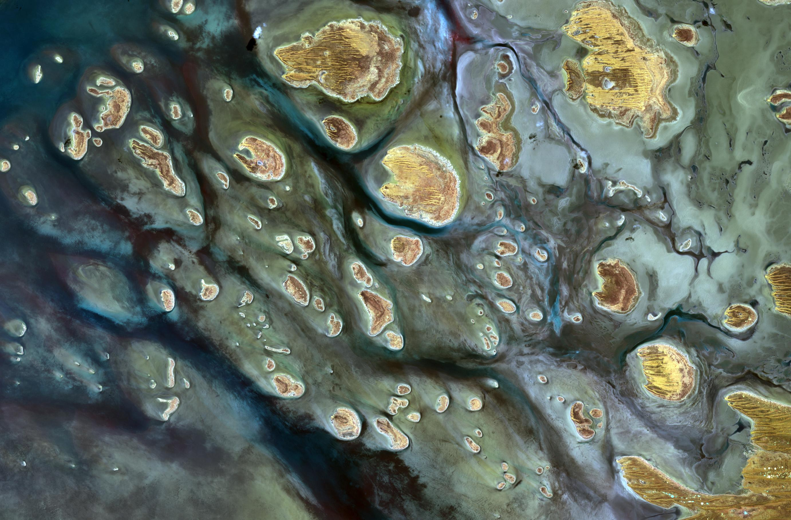 Australia's Ephemeral Lake Mackay - related image preview