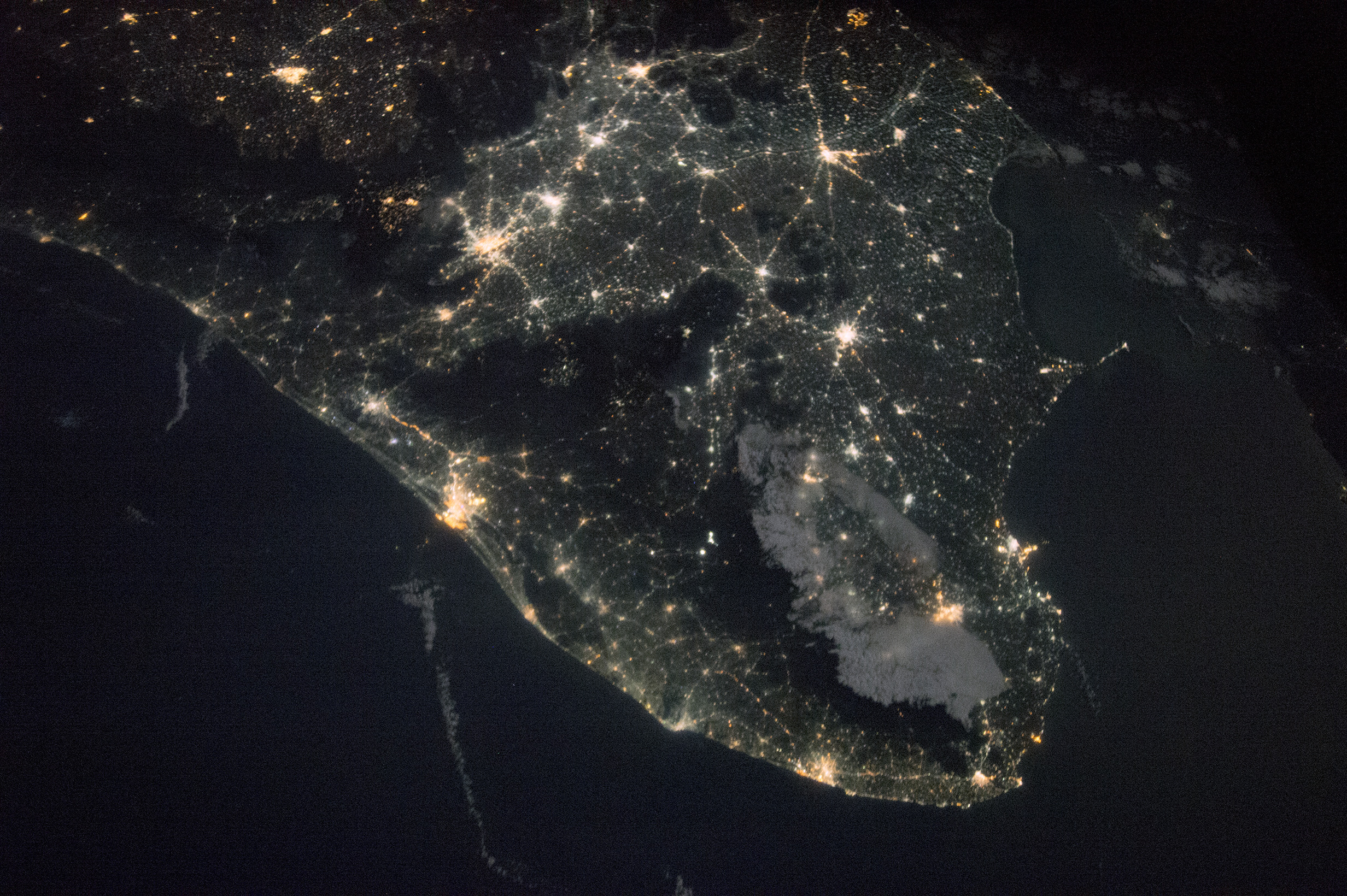 Nasa visible earth india by night and day file dimensions voltagebd Image collections