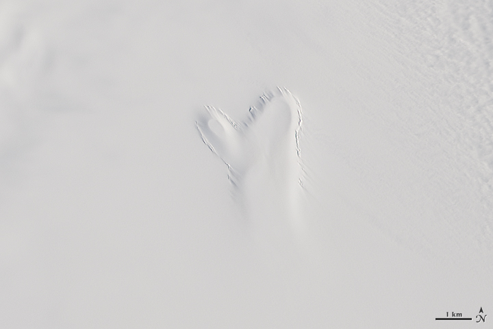 A Mitten Materializes in Greenland