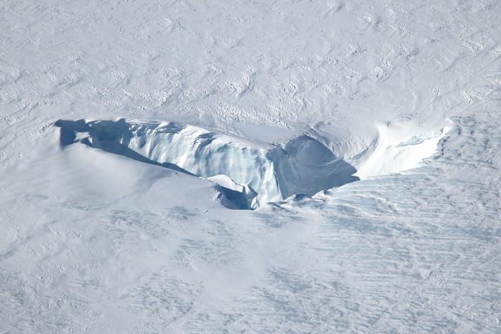 Chutes and Fissures in Greenland