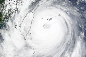 Super Typhoon Dujuan Slams Northern Taiwan