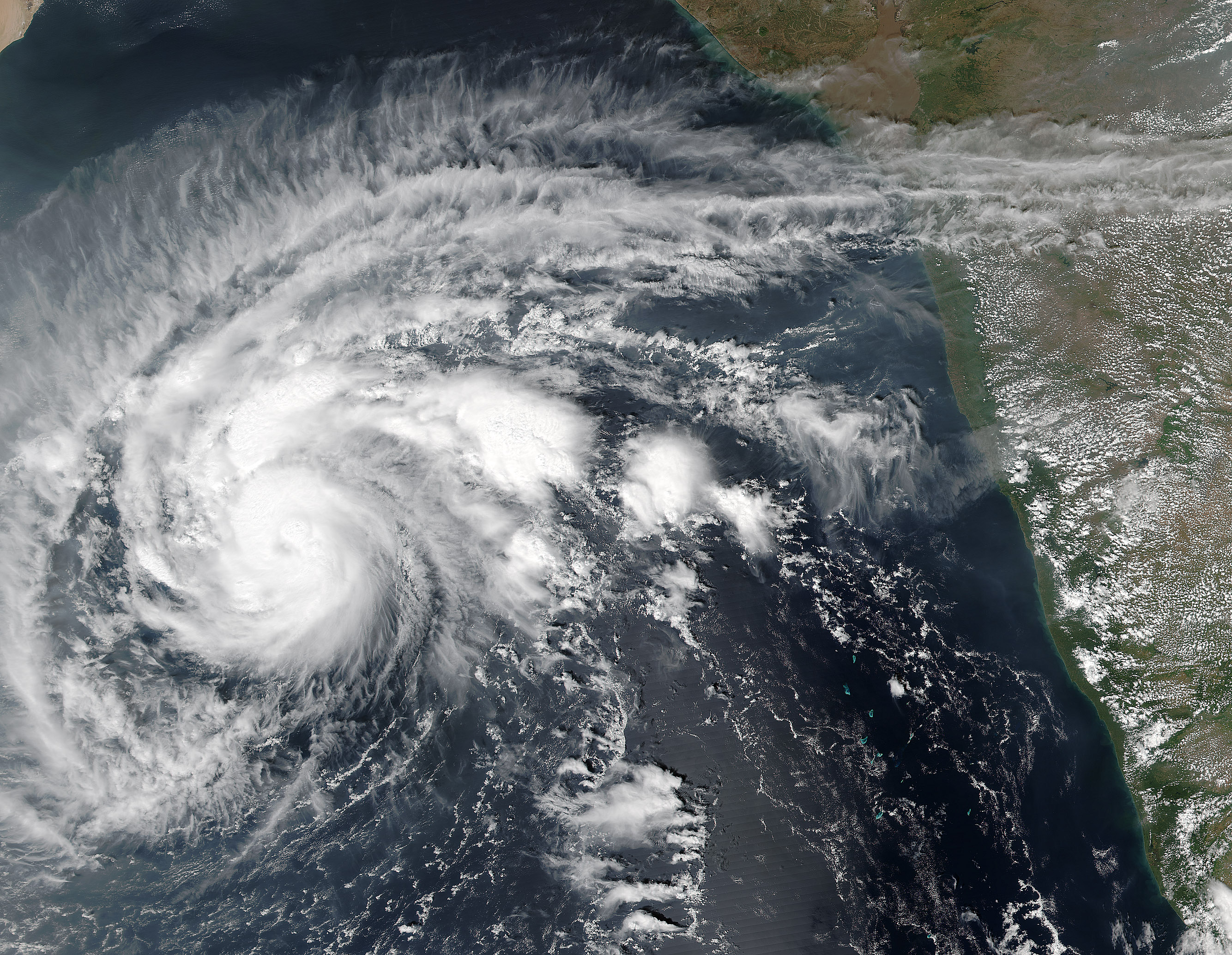 Rare Cyclone Heads for Arabia : Natural Hazards