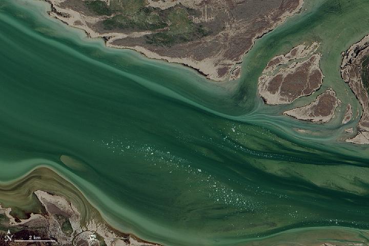 Great Slave Lake: Where the Mackenzie River Begins