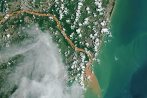 Contaminated Rio Doce Water Flows into the Atlantic