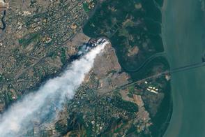 Fire Burns in Mumbai Landfill