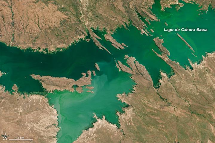 The Ring Around Lago de Cahora Bassa