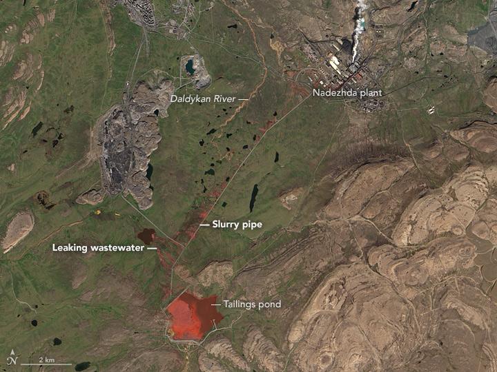 NASA опубликовало старые фото кровавой реки вНорильске