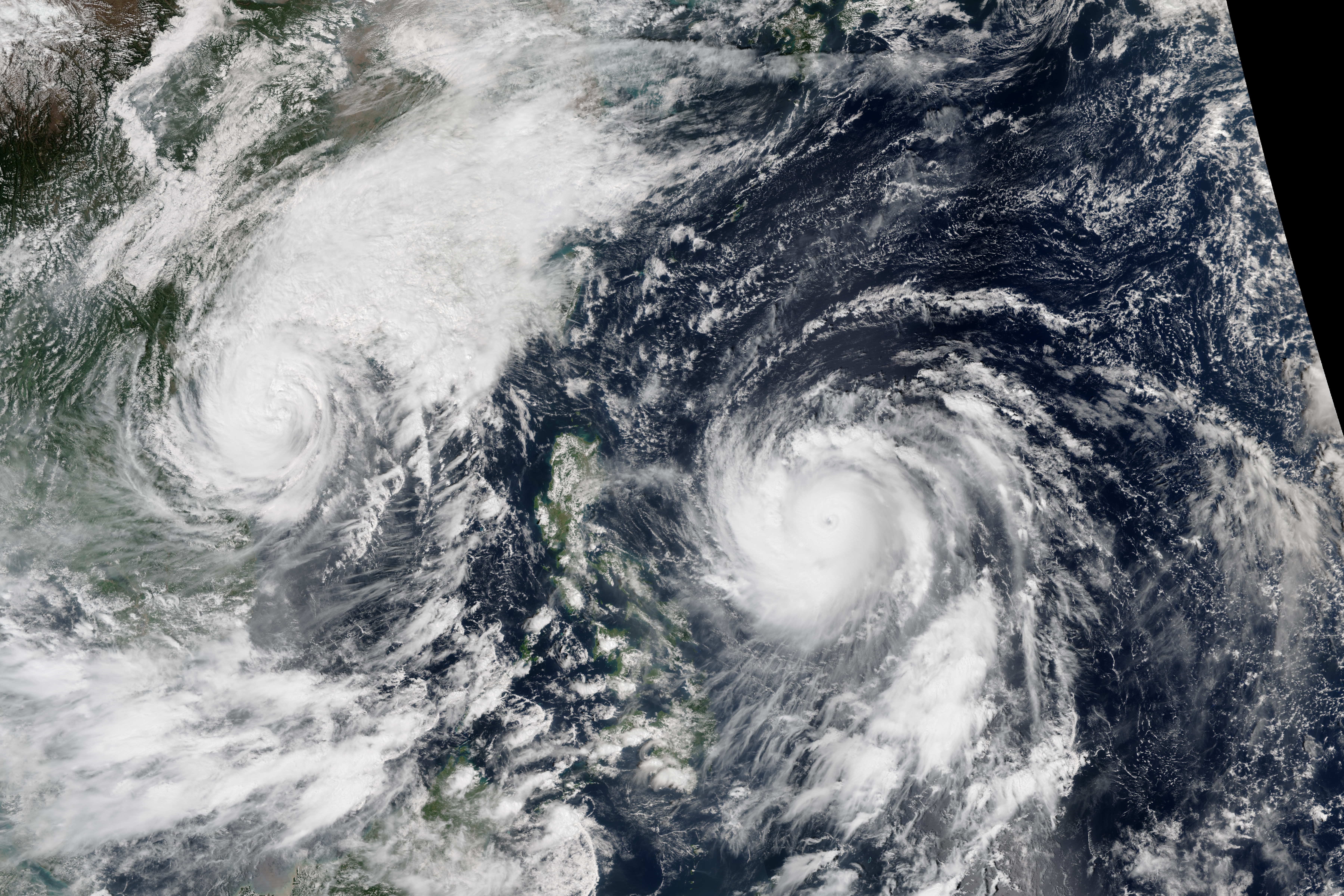 Typhoon in the philippines pictures — 1