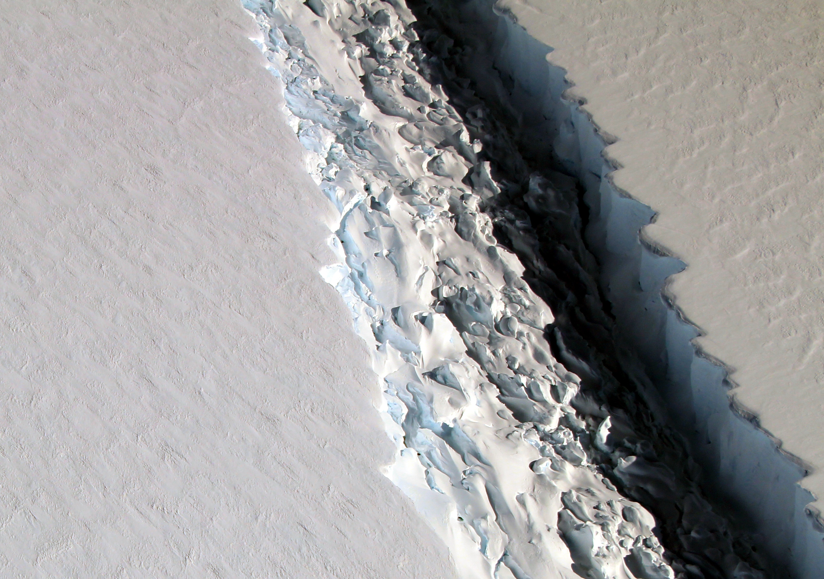 Close Look at a Crack on Larsen C  - related image preview