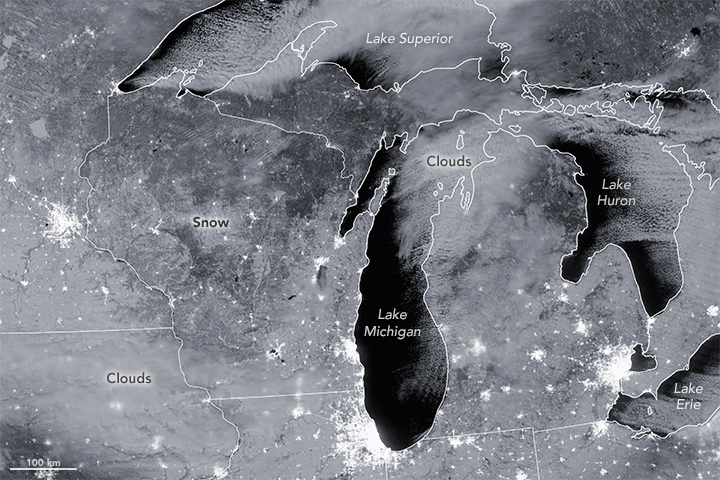 Snow Blankets Great Lakes Region