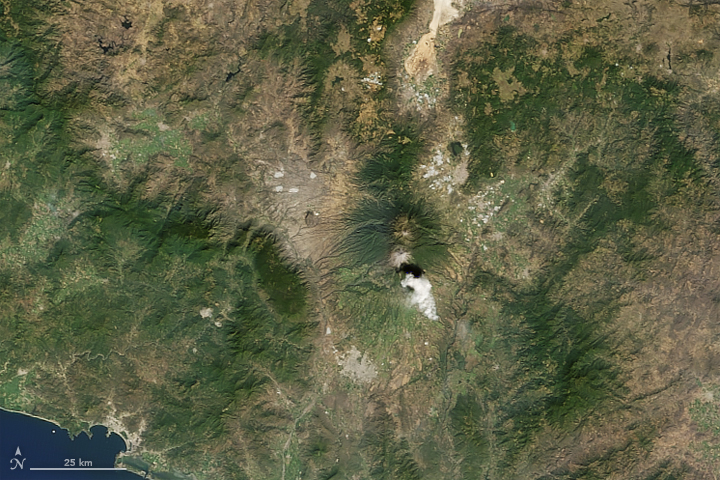 Active Mexican Volcano Erupts into New Year
