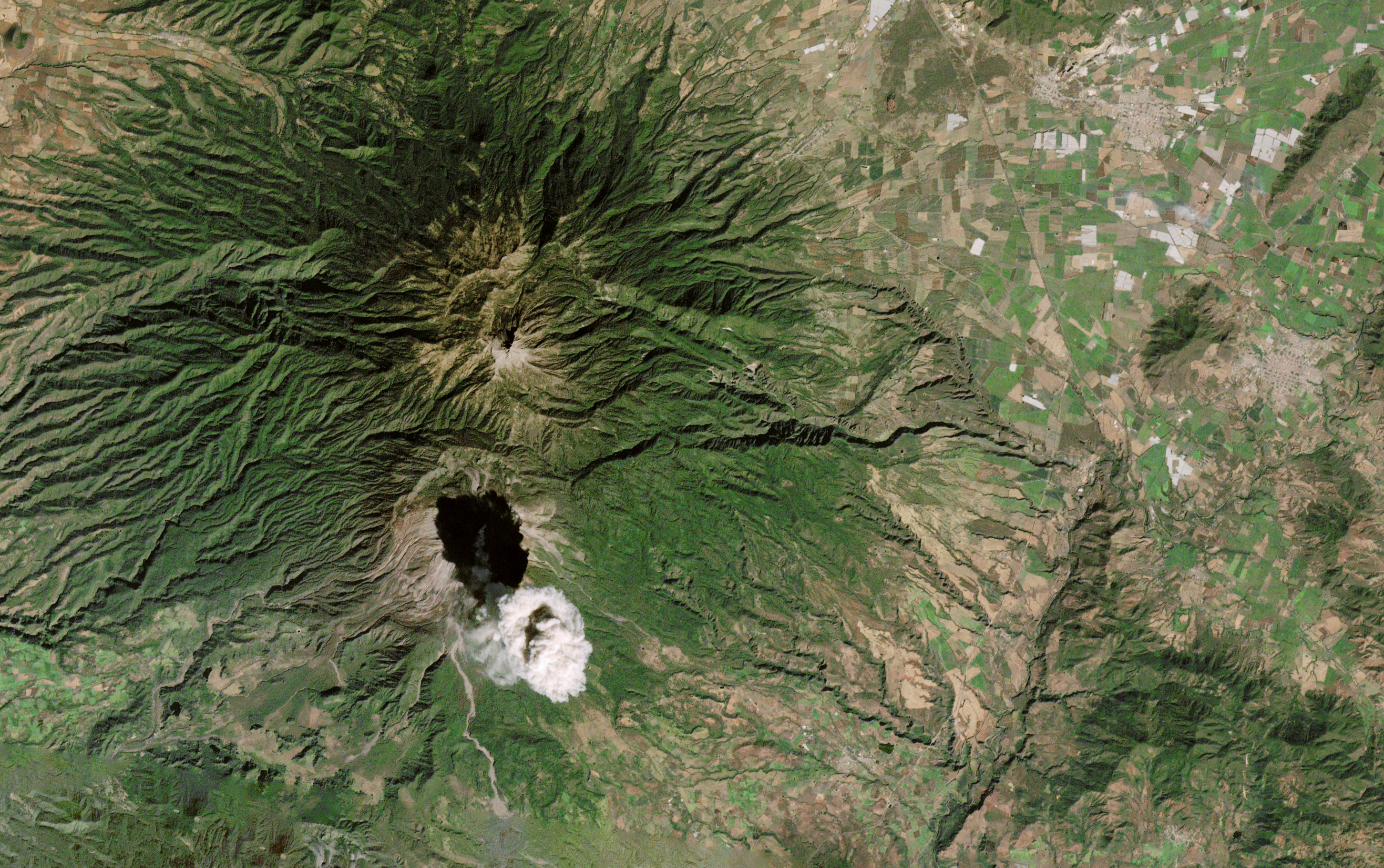 Colima's Plume Casts a Shadow - related image preview