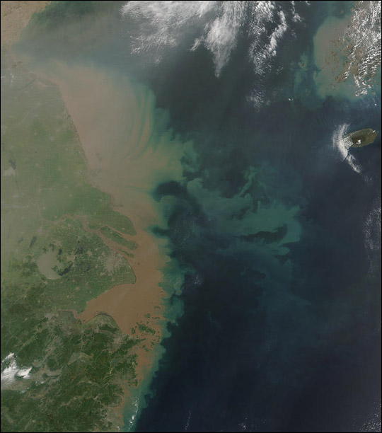 Heavy Sediment from the Yangtze River