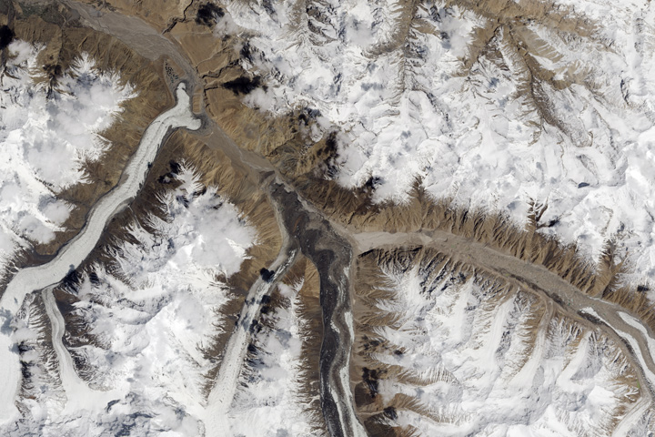 When Glaciers and Rivers Collide