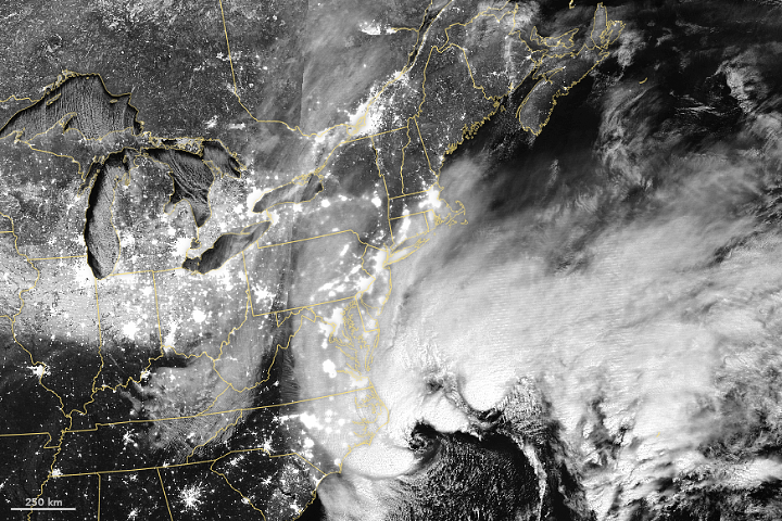 Powerful Winter Storm Pummels the U.S. East Coast