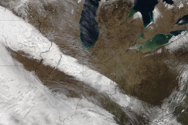 Spring Snow in the U.S. Midwest