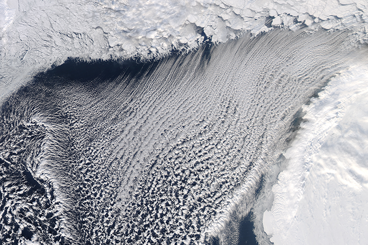 Cloud Streets and Ice in the Barents Sea