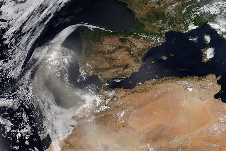 Summertime Moroccan Dust Reaches Spain