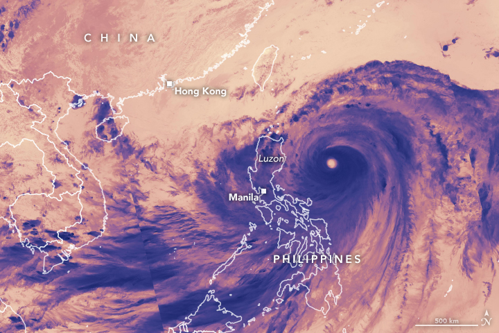 Typhoon Mangkhut Reaches Luzon