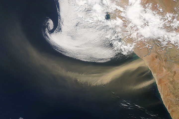 Dust Streams from Southwestern Africa