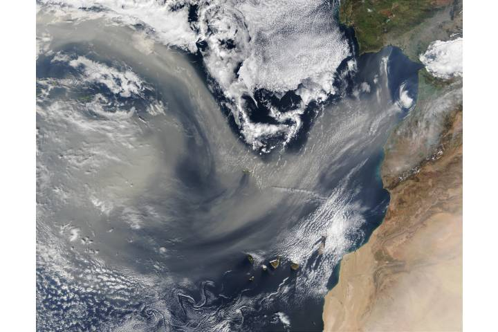 Saharan dust over the Atlantic - selected image