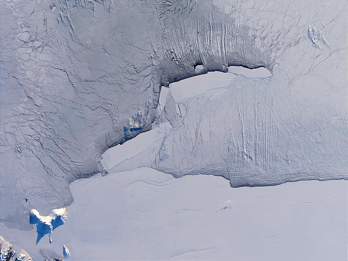 B-15 iceberg family in the Ross Sea, Antarctica - related image preview